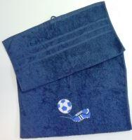 Osuška s výšivkou fotbalové kopačky a míče + jméno 70x140  tm.modrá