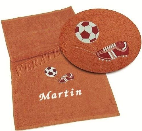 Osuška s výšivkou fotbalové kopačky a míče + jméno 70x140 masová (zakázkový produkt dodání do 14 dní)