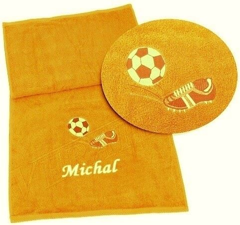 Ručník s výšivkou fotbalové kopačky a míče + jméno 50x100 sytě žlutá (zakázkový produkt dodání do 14 dní)