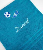 Osuška s výšivkou fotbalové kopačky a míče + jméno 70x140 azurově modrá