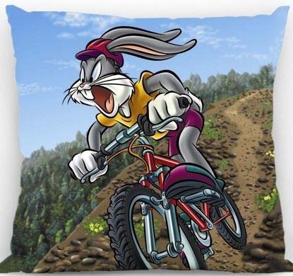 Polštářek Bugs Bunny na kole 40x40 cm